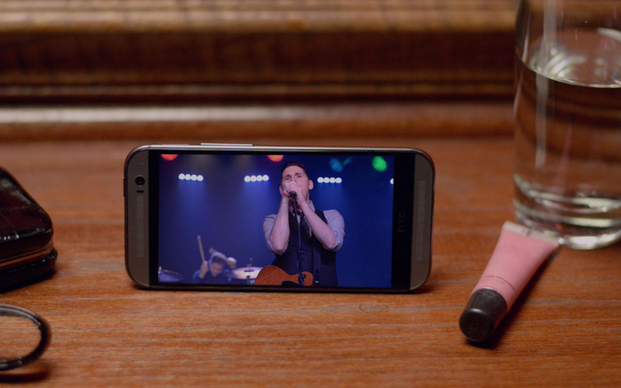 O novo Boom Sound do Htc One M8 � muito Impressionando com aumento de 20% do que j� era a melhor experi�ncia em som em um smartphone.