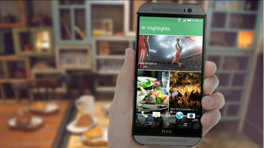 Stay updated on what matters to you with HTC BlinkFeed™